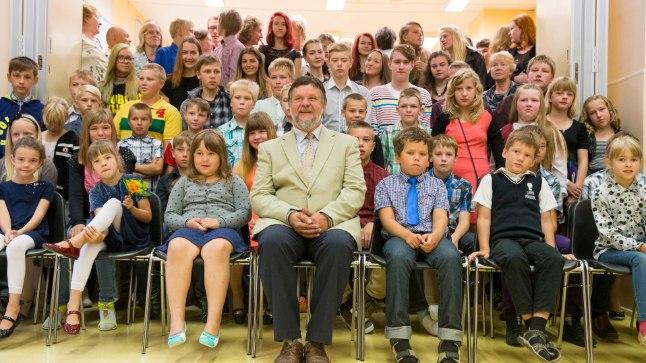 Vallavanem keelas koolijuhil 1.septembri puhul kõnet pidada. Koolipapa astus keelust üle