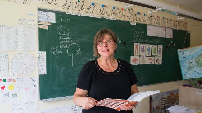 VAJAVAD AEGA HARJUMISEKS: Võõrkeelsetele lastele juba 12 aastat eesti keelt õpetav Helje Pukk ütleb, et kuna pole teada, mida lapsed on üle elanud, tuleb neil lasta kõigepealt harjuda.