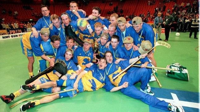 1996. aasta saalihoki MM-finaalis alistas Rootsi meeskond 15 106 pealtvaataja ees Soome 5:0 ja tuli esimeseks maailmameistriks.