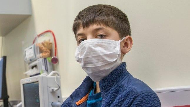 «AA» POLE VAJA ÖELDA: Ivan pidi eile lastehaiglas kandma näomaski, kuna tal kahtlustati grippi. Teda see muidugi enam ei kaitseks, aga teiste kaebustega haiglasse pöördunud patsiente küll.