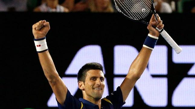Novak Djokovic tõstab võidu märgiks käed.