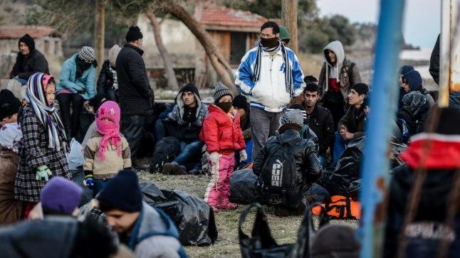 Süüria ja Afganistani migrandid ja pagulased Türgis Canakkales, kus neid pidasid kinni Türgi sandarmid.