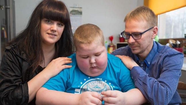 KOGU AEG TOEKS: Lapsevanemad Anneli ja Marko peavad endas leidma jõudu, et seda siis oma raskelt haigele pojale Joosepile üle kanda. Suur lootus on, et välismaal õnnestub leida Eestis haruldasele haigusele tõhusamat ravi.