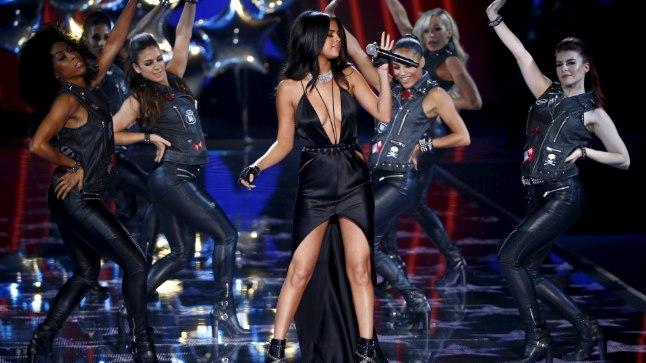 Selena Gomez Victoria's Secreti moešõul 10. novembril