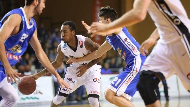 Mandell Thomas vedas Tartu Ülikooli mängu tagasi.