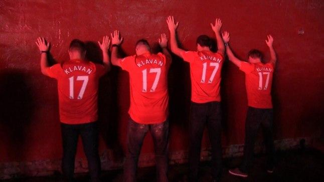 Tartus pärit vutisõbrad Erkki, Urmas, Raul ja Mati esmaspäeval Liverpooli jalgpalliklubi kodustaadioni Anfield Road juures.