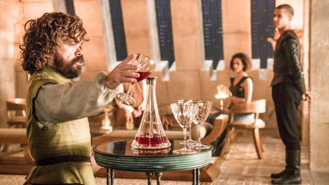 "Esiplaanil Peter Dinklage ""Troonide mängus"" Tyrion Lannisteri kehastamas."