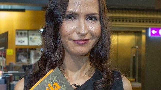 """Nõid Nastja esitles 18. novembril 2016 oma uut raamatut """"Nastja terviseraamat""""."""