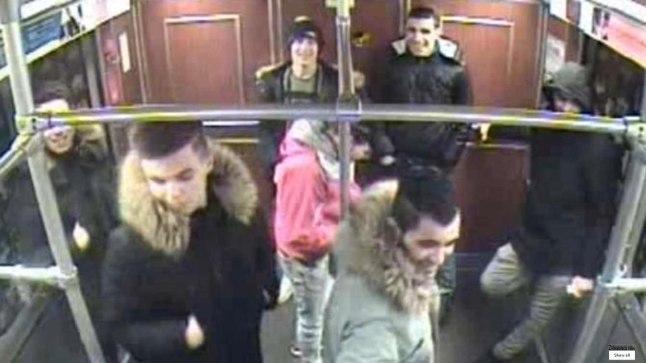 PÕGENIKE KAMP:  Metroorongi valvekaamera jäädvustas seitse noorukit, kes panid enne rongi sisenemist põlema metroojaamas pingil maganud kodutu mehe. Praegu ootavad nad oma saatust eeluurimisvanglas. Neist kuus on pärit Süüriast ja üks Liibüast.