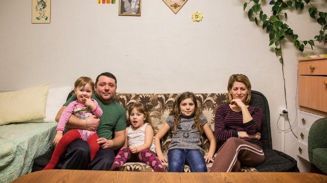 OOTASID OTSUST: 2013. aastast Vaos elanud perekond on Eestis hästi kohanenud: pereisa käib tööl, vanem tütar eesti koolis.