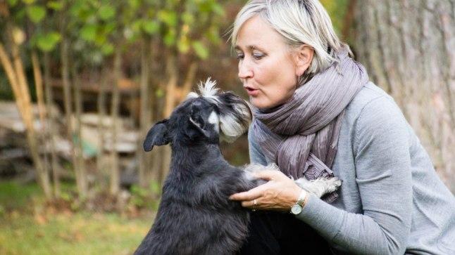 """KES HOOLITSEB KOERA EEST?: """"Sellises olukorras olen isiklikult olnud, kus oled ööpäev läbi siin (riigikogus) ja ma küsin, et  kes siis tegeleb koera eest hoolitsemisega, et ta ei jääks nälga ja ta saaks pissil käidud?"""" räägib Marianne Mikko"""