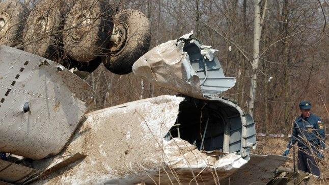 TÕEOTSINGUD: 10. aprillil 2010 kukkus Venemaal Smolenski lähedal alla Poola presidendilennuk TU-154M. Hukkusid kõik  96 lennukis olnud inimest. Presidendi kaksikvend ja valitsuspartei PiS juht Jaroslaw Kaczynski usub tänaseni, et lennukipardal plahvatas pomm. Seetõttu loodi Poolas lennukatastroofi põhjuste uurimiseks uus komisjon.