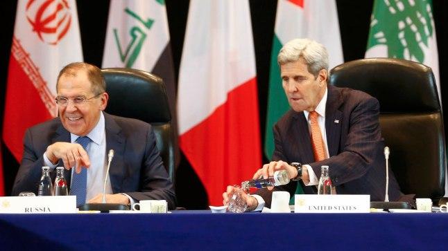 USA riigisekretär John Kerry (paremal) ja Vene välisminister Sergei Lavrov Münchenis 11. veebruaril 2016, mil Rahvusvaheline Süüria toetusgrupp leppis kokku Süüria relvarahus.