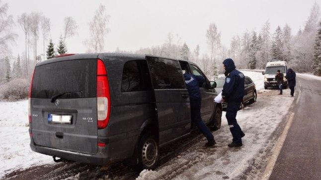 SUUROPERATSIOON: Relvastatud ja ohtlike varaste tabamisel osales üle saja politseiametniku.