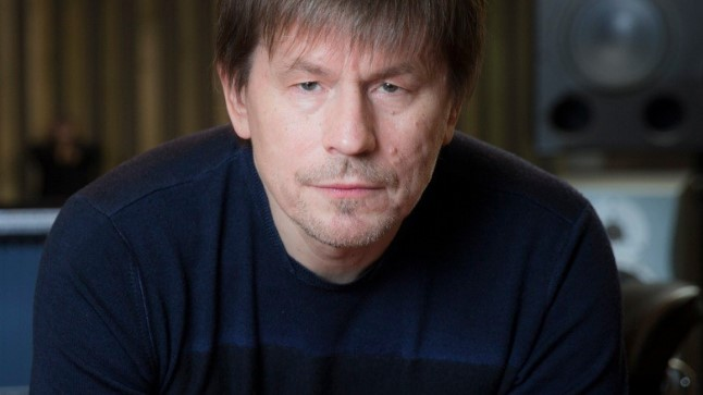 «Ütlen otse välja, et «Eesti laulu eelžürii on praktiliselt alati ebapädev. Aastast aastasse istuvad seal ühed ja samad inimesed, kellest osadel sinna küll väga asja ei peaks olema.»