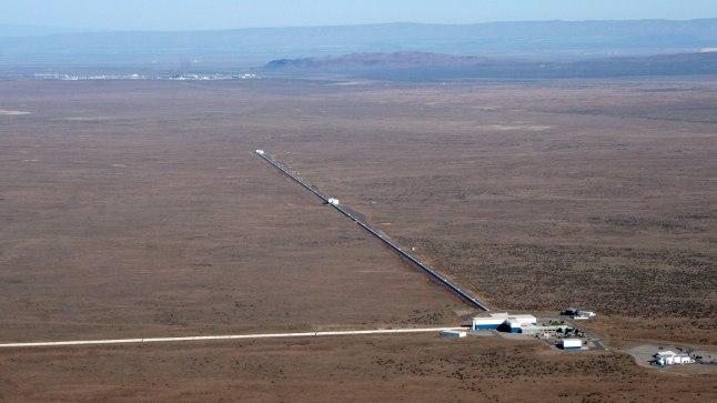 PÜÜDIS PÕRUTAVA SIGNAALI: Laserinterferomeetri-gravitatsioonilainete observatoorium ehk LIGO tabas 14. septembril umbes 1,3 miljardi aasta eest kahe musta augu ühinemisel tekkinud signaali.