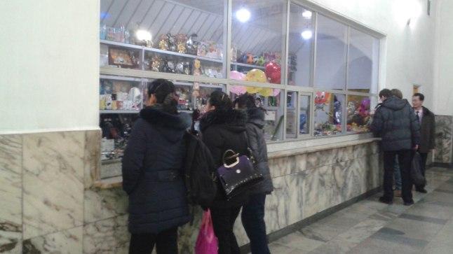 Kahjuks kaubanduskeskuses mul pilti teha ei õnnestunud. See foto on aga tehtud ühest metroojaamas olevast putkast.