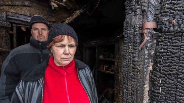 TAASTADA EI TASU: Maie ja Einar jäid oma kodutalust ilma. Kas nad uut maja ehitama hakkavad, on veel lahtine.