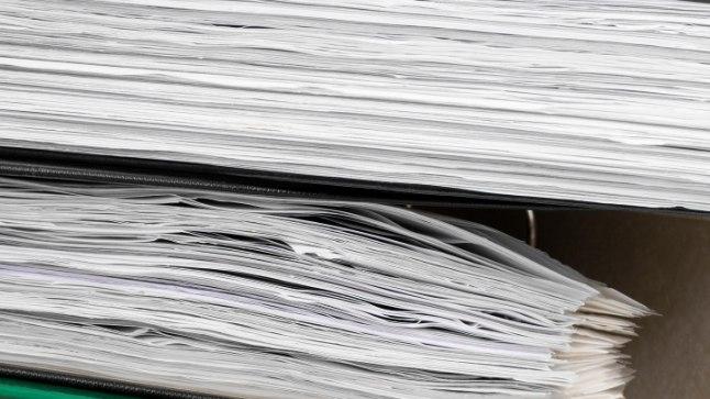 VAIDLUS ÜHE PABERI PÄRAST: Soomes elav Õie ning Tallinna sotsiaalkindlustusamet ei saa eksemplaride hulgas kokkuleppele.