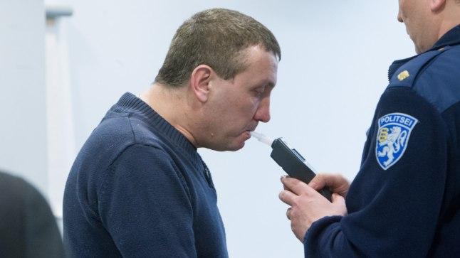«Puhu, ära ime!» Istungisekretäri kahtluse tõttu kutsus kohus kohale alkomeetriga politseiametniku ja kahtlus saigi kinnitust!