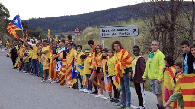 KATALAANIDE INIMKETT: 11. septembril 2013 moodustasid kaks miljonit katalaani Balti keti eeskujul enam kui 400 kilomeetri pikkuse inimketi, et nõuda Katalooniale rahumeelselt iseseisvust. Kaks päeva hiljem teatas Valdis Dombrovskis, et Läti on valmis Kataloonia iseseisvumist toetama.
