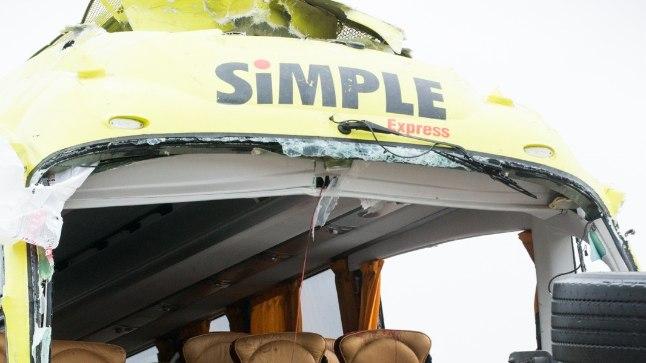Bussi ja veoki kokkupõrkes Ida-Virumaal ööl vastu 8. veebruari hukkus üks Simple Expressi bussijuht, vigastada sai 19 reisijat.