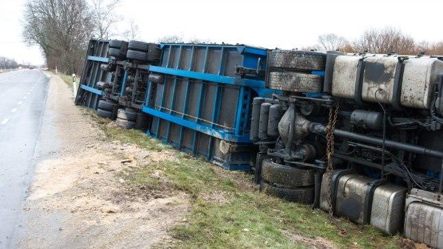 RATTAD TAEVA POOLE: Kaks tundi pärast Rannapungerjas toimunud ränka õnnetust kaotas juhitavuse ka bulgaarlaste masin.