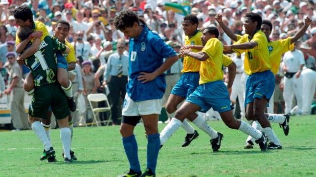 Penaltiseerias on selgunud kaks maailmameistrit. Esimest korda läks MM-finaals 11 meetri karistuslööke vaja 1994. aasta duellis Brasiilia - Itaalia, mille otsustas Saapamaa ründestaari Roberto Baggio eksimus. Me ei saa kunagi teada, kas tulemus olnuks vastupidine, kui paremus oleks selgunud trahvirünnakute põhjal.