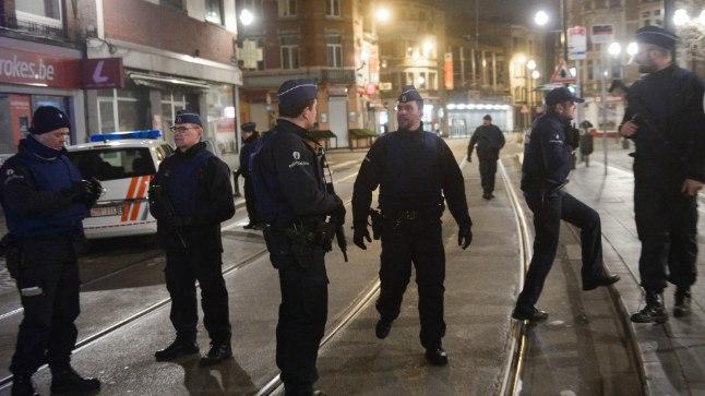 Brüsseli politsei korraldas haarangu novembrikuise Pariisi terrorirünnaku korraldajate tabamiseks, operatsiooni käigus avasid kurjategijad tule ja on end ühte kortermajja sulgenud