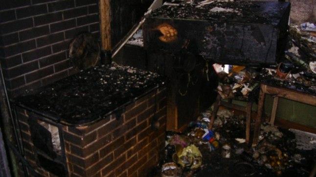 PAISKAS SEGI: Lekkinud gaasi plahvatus paiskas köögi segi ja pani selle põlema.