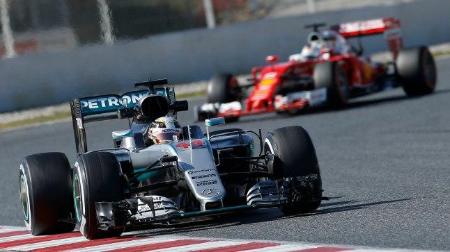 Stseen hooajaeelselt testilt: Lewis Hamilton ees, Sebastian Vettel järel. Kas samad jõujooned peavad paika ka 21 võidukihutamise peale?