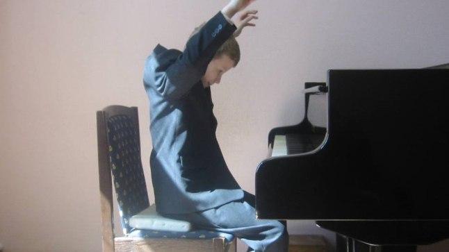 VÄIKE PIANIST: Klaverisse oli Sten kiindunud juba lapsena.