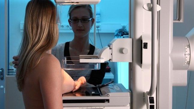 Mammograafiakabinetis tehtud mammogramm jõuab arvuti teel pildipanka ning sealt edasi radioloogidele uurida.