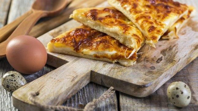 Juustuga gruusia leib on hõrgutav vahepala tööle või piknikule