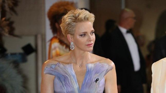 Vürstinna Charlene 23. juulil Monte Carlos Punase Risti galal.