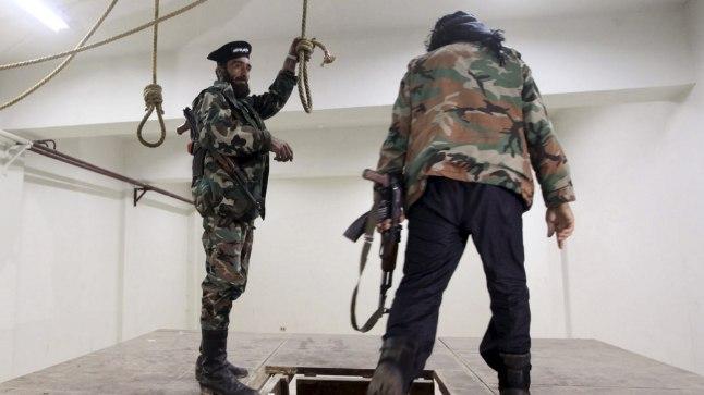 Vangla Süürias Darkoushis. Pilt on tehtud aprillis 2013, mil Vaba Süüria Armee sõdurid selle hõivasid ning inspekteerisid ruume, kus võimud hukkasid poliitvange.