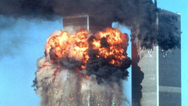 ŠOKK: 11. septembril 2001 hõivasid al-Qaedaga seotud 19 terroristi neli reisilennukit ja ründasid nendega varem välja valitud objekte. Kaks lennukit lennukit rammisid New Yorgis Maailma Kaubanduskeskuse kaksiktorni.