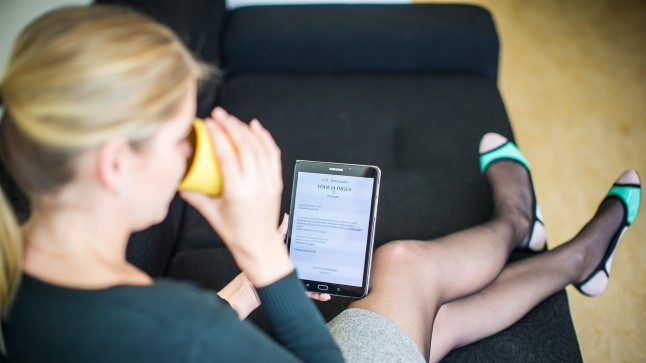 E-RAAMATUGA: Inimesele, kes soovib e-raamatut laenutada, võib tulla üllatusena, et see on juba välja laenutatud ja raamatukogul pole võimalik talle sama faili saata. Pildil näidatud Tammsaare «Tõe ja õiguse» teine osa on aga internetist tasuta kättesaadav.