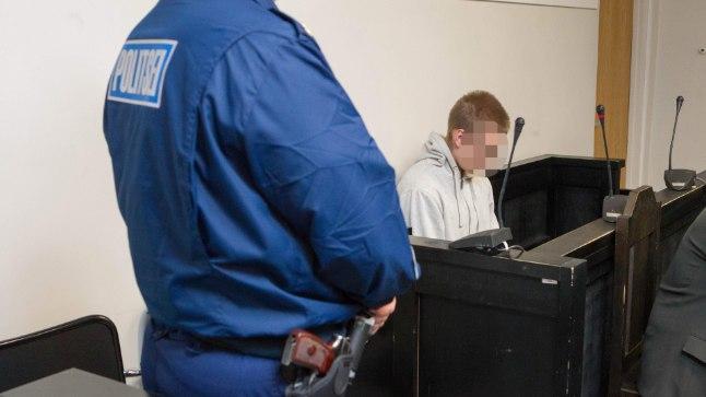 Rikutud elu: Kohtu all mõrva-süüdistusega olevat koolipoissi segas alkoholiuim vahet tegemast päriselul ja virtuaalreaalsusel.