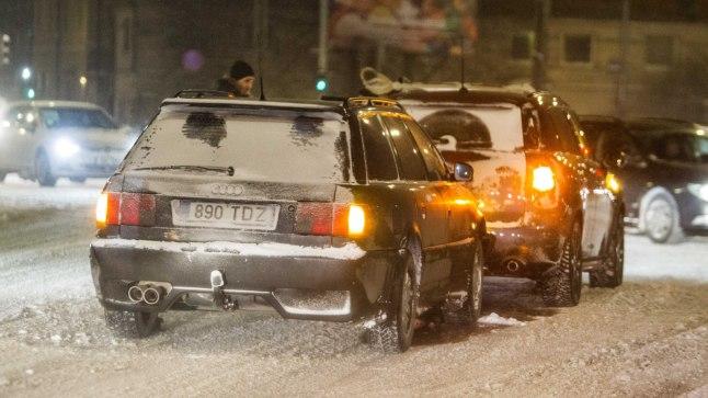 06fda4e858e FOTOD | Autod ei saanud ristmikul pidama | Õhtuleht