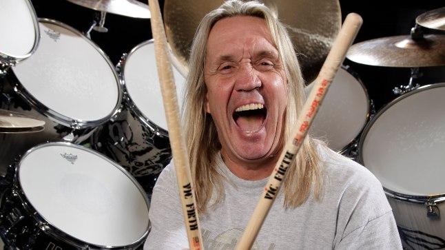 PAISTE FÄNN: Pea 35 aastat Iron Maidenis trumme mänginud Nicko McBrain on proovinud mitmesuguseid trummitaldrikuseeriaid, kuid ikka on need kandnud Paiste signatuuri.