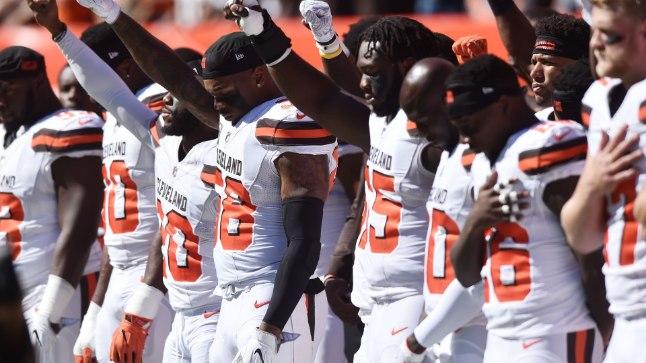 Cleveland Brownsi mängijad oma meelsust näitamas.