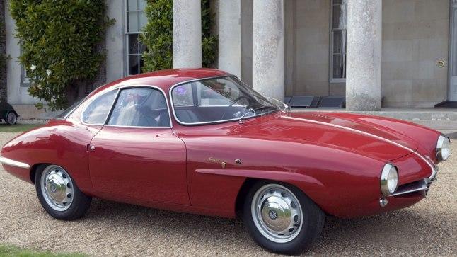 Teist seas paljastus vanast küünist umbes samasugune 1950-ndate Alfa Romeo Giulietta.