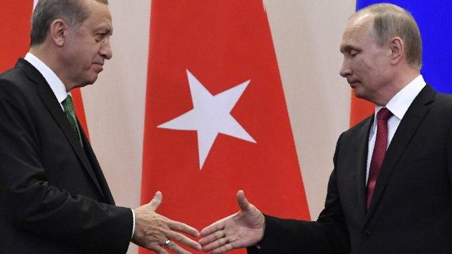 SÕJAKIRVES ON MAHA MAETUD: Türgi president Recep Tayyip Erdoğan ja Venemaa president Vladimir Putin.