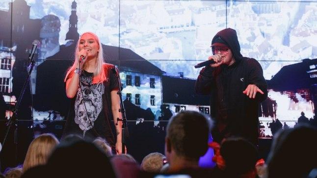 Eesti popid juutuuberid on oma fännidele kontserte andnud ka varem, nüüd katsetatakse Pärnu kontserdimajas, kuidas kõlavad kokku räpp ja orkestrimuusika.