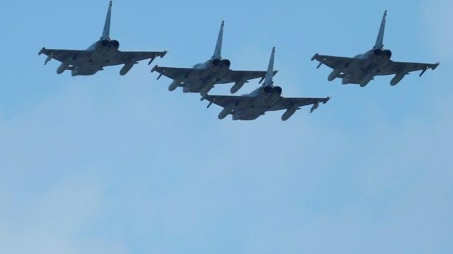 Neli hävitajat Eurofighter Madridi kohal lendamas.