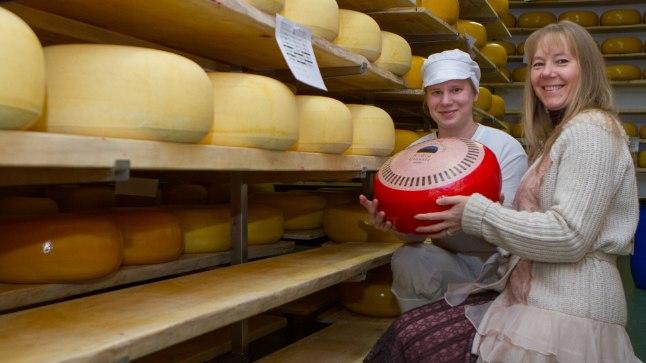 PEREFIRMA: Peretütar Auli ja Erika Andre Classic juustukeraga.