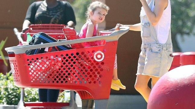 Mila Kunis tütar Wyatt Isabelle'iga.