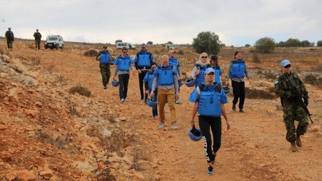 PATRULL: Kethi, Diana ja Inga said Liibanonis teenivate sõduritega käia ka jalgsipatrullis.