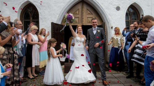 ENNE AHISTAMISSKANDAALI: 20. augustil laulatatud Rõivased olid pulmapäeval rõõmsamast rõõmsamad